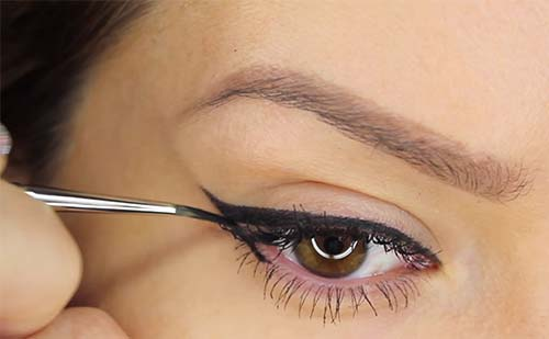 how to apply liquid eyeliner on older eyes