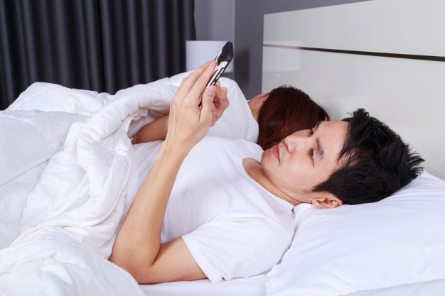 8 Things You Should Never Do at Night Before Bed