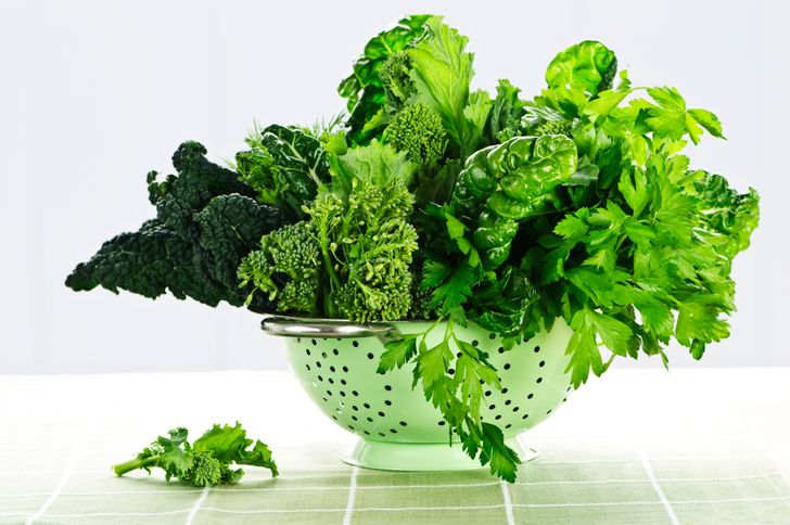 7 Everyday Healthy Foods To Naturally Detox And Cleanse Your Body