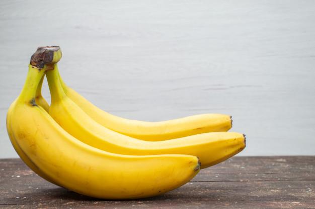 10 Good Reasons to Eat a Banana Today